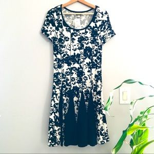 HANNI Floral Textured Fit and Flare Dress Size M